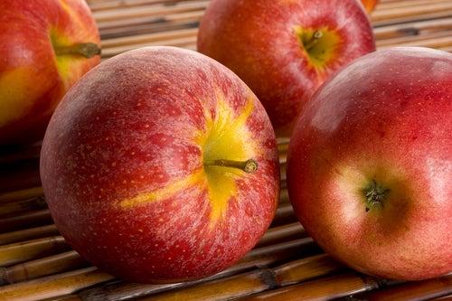 Шейк от ябълка и орехи за нервната система