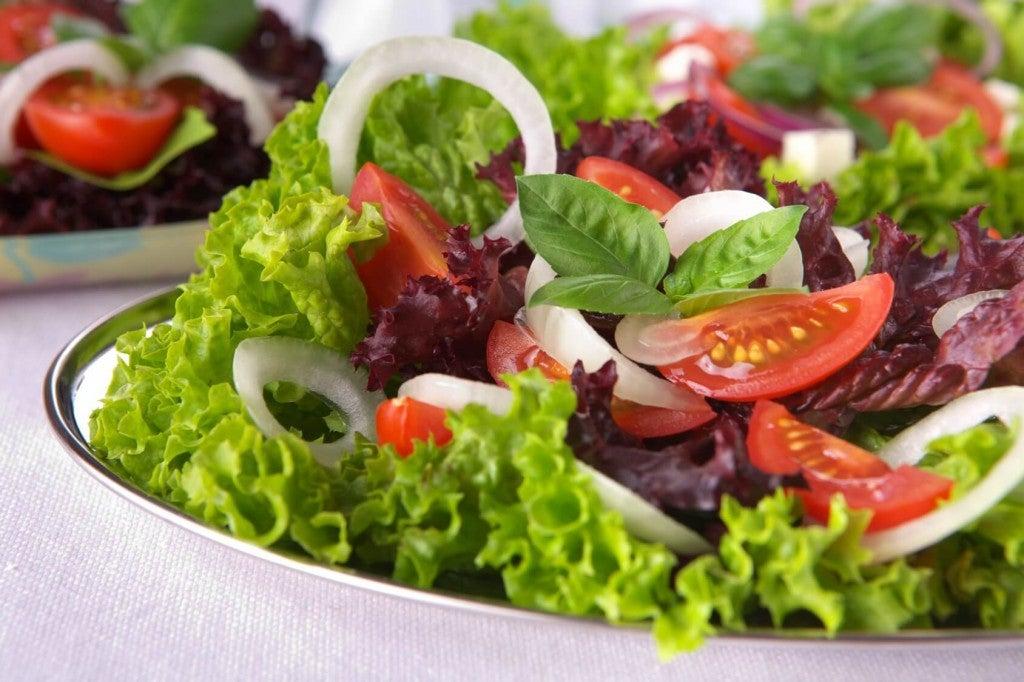 рецепти за салати с домати, маруля и босилек