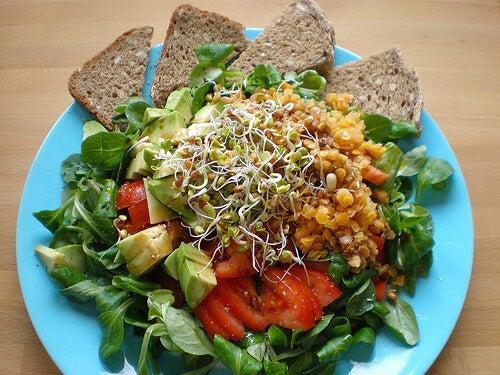 Изберете храни с високо съдържание на фибри и вода за вечеря