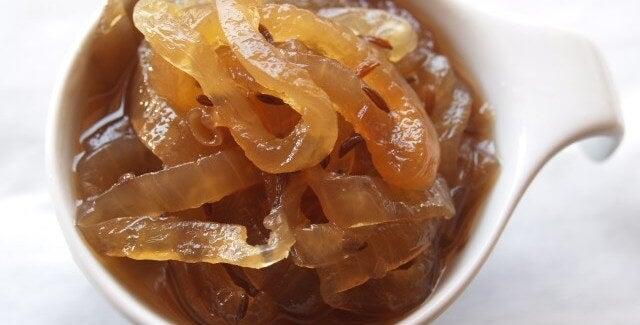 Рецепта за вкусно карамелизирано сладко от лук