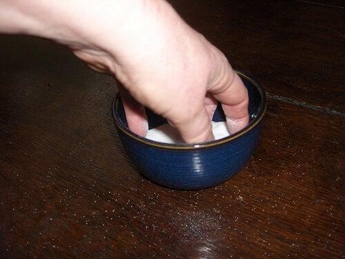 Поръсете със сол на входа на дома си против мравки