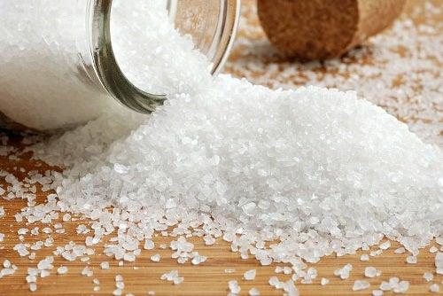 Навици, които водят до наддаване на тегло: твърде много сол