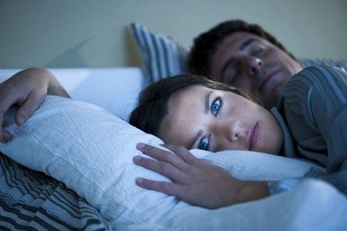 Навици, които водят до наддаване на тегло: лош сън