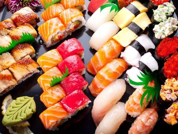 японската диета включва яденето на суши
