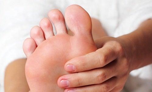 употреби на сода бикарбонат при уморени крака
