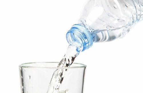 Пийте повече вода при инфекция на пикочните пътища