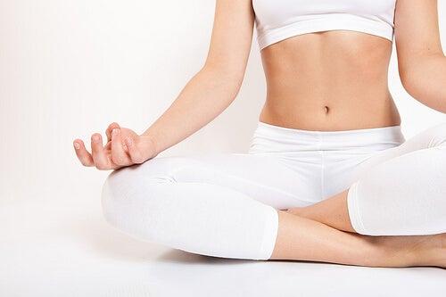 практикувайте дълбоко дишане за справяне с тревожността