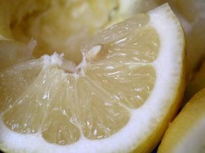 Алтернативни приложения на лимонов сок
