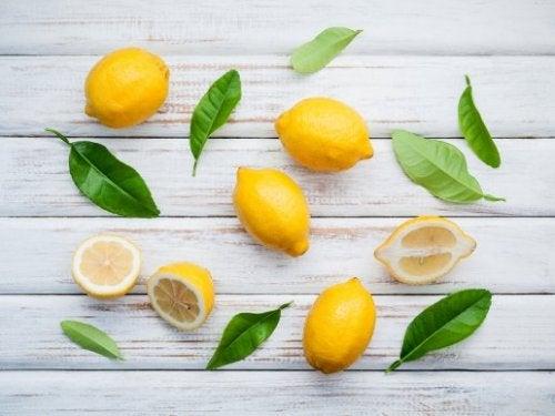 Домашни трикове с лимонов сок