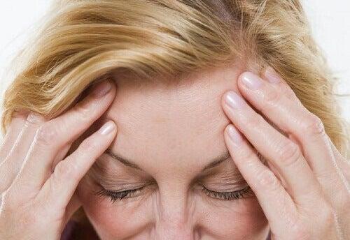 Как естествено да облекчим симптомите на менопаузата