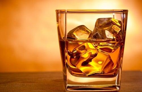 Консумацията на алкохолни напитки е свързана с повишен риск от хемороиди
