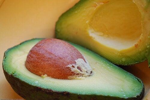 Можете да ядете и  семката от авокадо - рендосана и прибавена към други ястия.