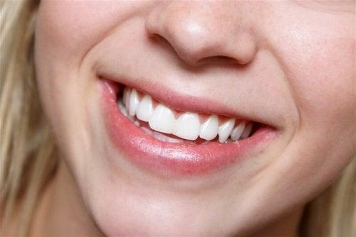 бели зъби с натурални продукти