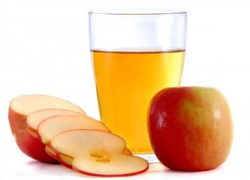 При бъбречни инфекции е добре да пиете вода с ябълков оцет.