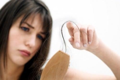 Как да приготвите собствен домашен шампоан срещу косопад
