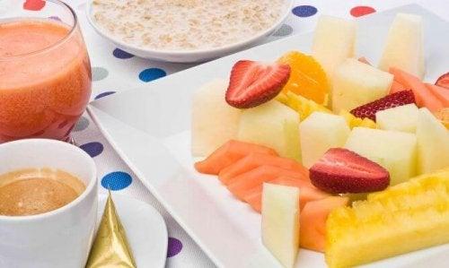 Плодове преди закуска - здравословни ли са?