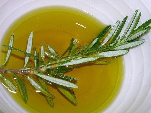 Масло от розмарин за здрава коса