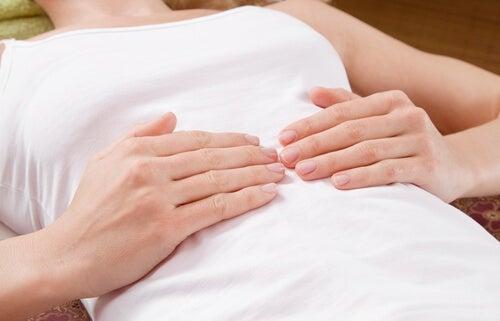 Друг симптом за сърдечен удар е болката в стомаха и по-точно усещането за тежест.
