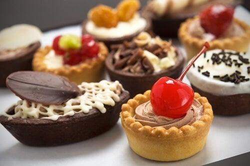 Хемороидите може да са причинени от прекомерна консумация на сладки храни