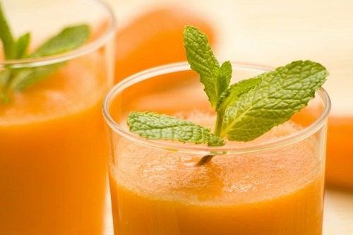 Сок от моркови и спанак за борба с безсънието