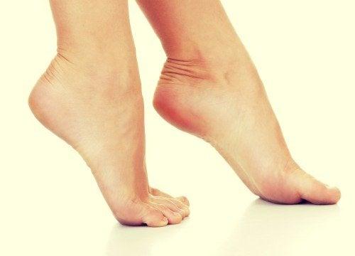 Ако страдате от потене на краката, използвайте талк или бебешката пудра.
