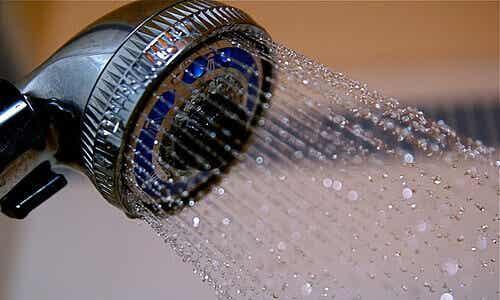 10 причини да взимаме студен душ