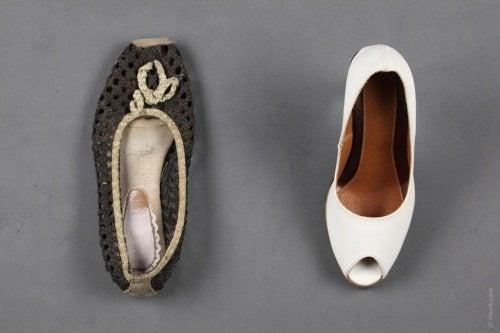 Талкът, също като содата абсорбира лошата миризма от обувките.