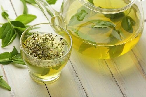 зелен чай за прочистване на дебелото черво