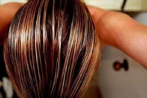 Пригответи си лосион от лайка за да изсветлите косата си естествено