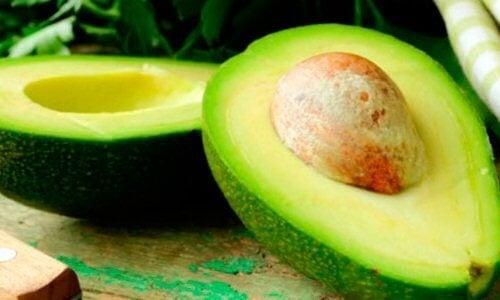 авокадото компенсира липсата на витамини от групата B