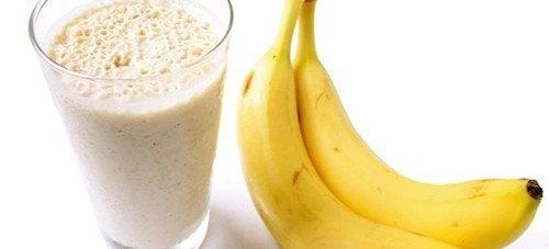 Бананови смутита, които извеждат излишните течности