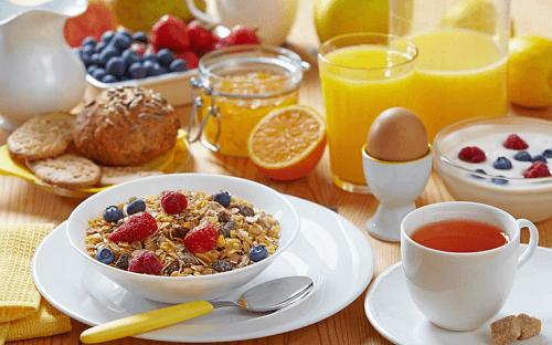 Как да горите калории: не пренебрегвайте закуската