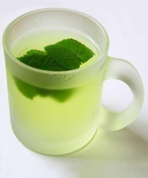 Чаят от мента и алое вера помага при синдром на раздразненото черво.