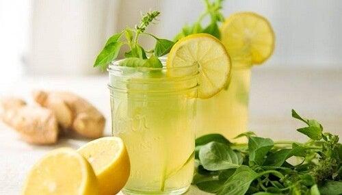 чай с лимон и мента за укрепване на сухожилията и ставните връзки