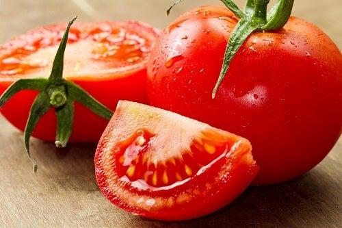доматите и подкожните мазнини