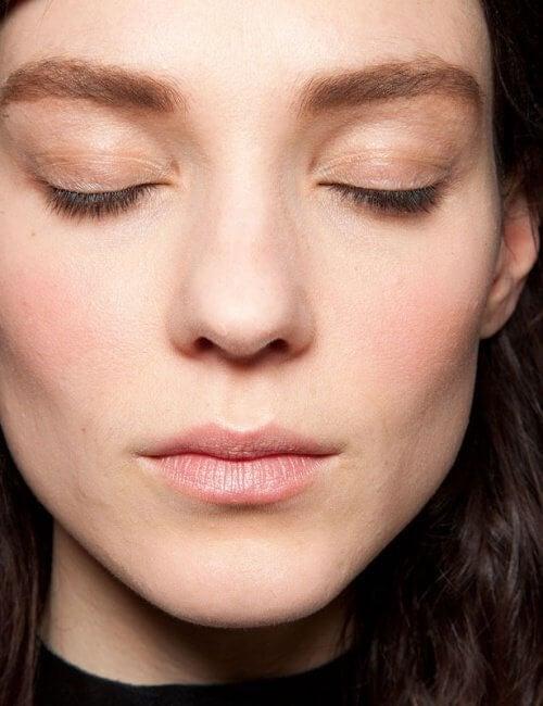 Оформяне на вежди за по-тънко лице