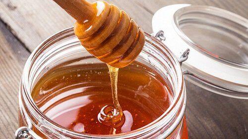 Чаша топло мляко с мед е най-сладкият начин да си осигурите добър нощен сън.