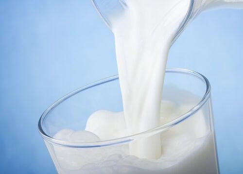 Млякото и млечните продукти не са добра храна при синдром на раздразнените черва.