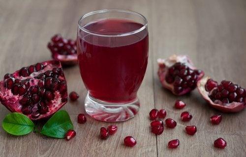 Най-подходящите плодове и сокове запречистването на бъбреците