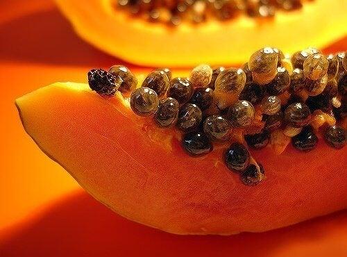 Свойстватана папаята стимулират храносмилането и възпират проявата на киселините.
