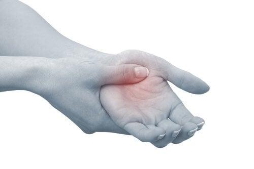 Кориандърът намалява възпаленията, свързани с артрит