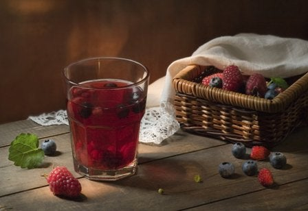 Сокът от червена боровинка оптимизира черния дроб и бъбреците.