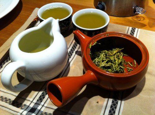 Липа и зелен чай за белите дробове