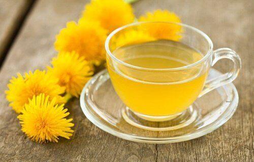 Популярни храни за прочистване на тялото са лимоните и глухарче.