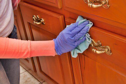 Да почистим и полираме дървените мебели с природни средства