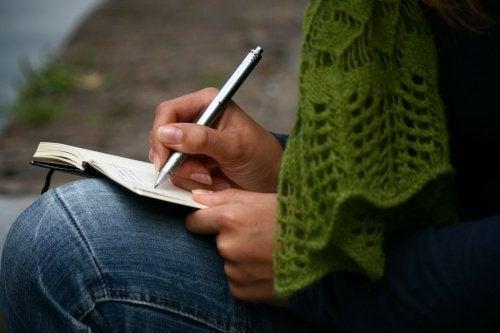Прост начин да отпуснете ума си е да държите под ръка бележник