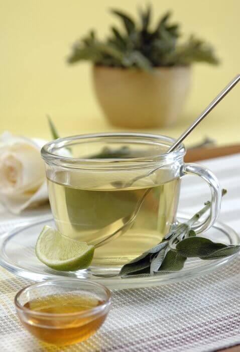 Градинският чай е добрър начин за намаляване на мазнините в коремната област.