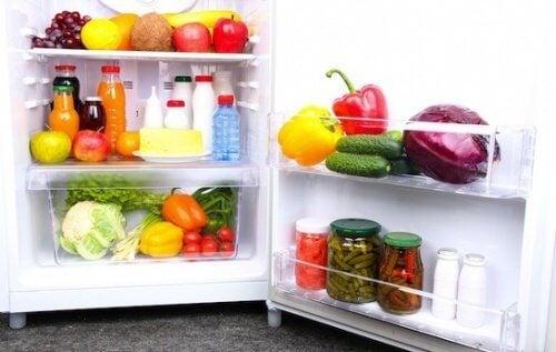 Приложения на сода бикарбонат за премахване на миризмата от хладилниците