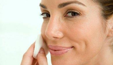почистване на лице с мицеларна вода