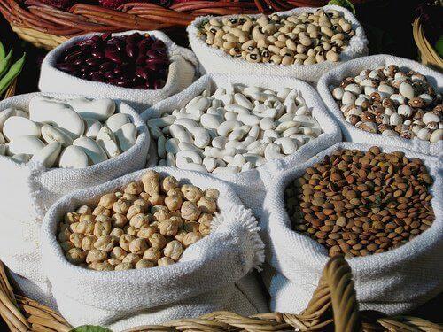 храните, богати на протеини, помагат стягането на отпуснатата кожа по тялото